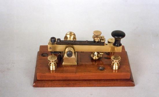 Manipulador Morse 1857 – 1960.