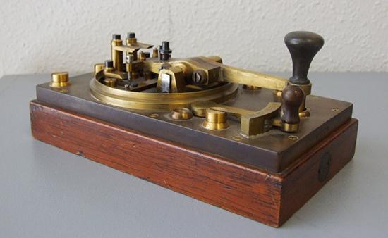 Manipulador Morse de dos posiciones, modelo Varley 1870